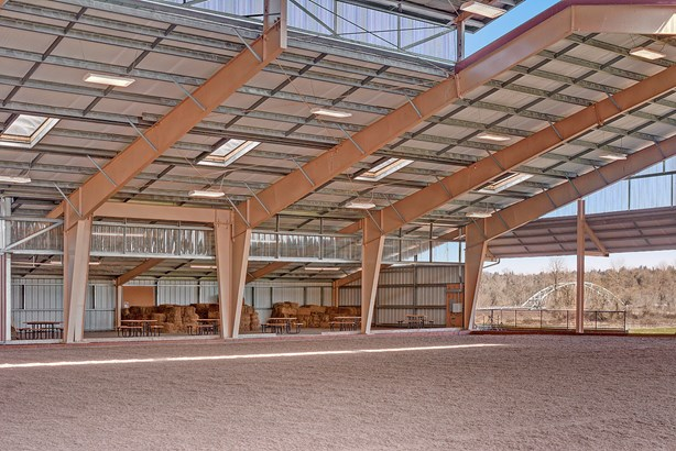 Indoor riding arena (photo 3)