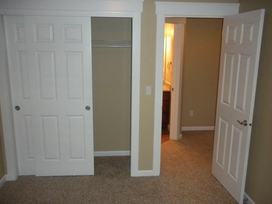 Interior photos (photo 5)