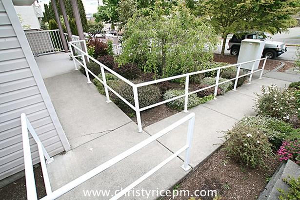 906 N 96th St 303, Seattle, WA - USA (photo 2)