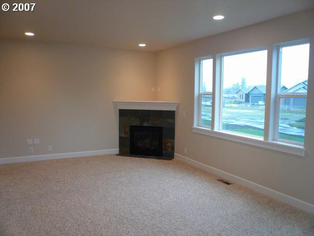 1026 Prairie Meadows Ave, Junction City, OR - USA (photo 5)