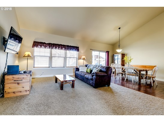968 Kaylee Ave, Junction City, OR - USA (photo 4)
