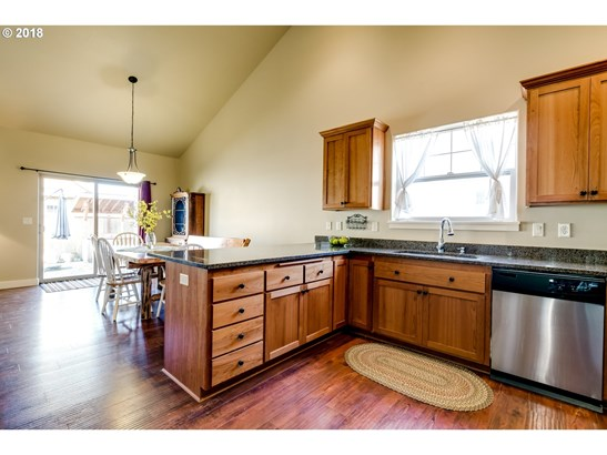 968 Kaylee Ave, Junction City, OR - USA (photo 5)
