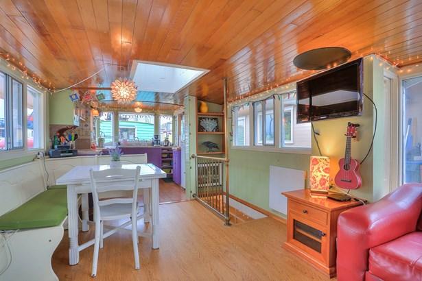 Lake Union Houseboat (photo 5)