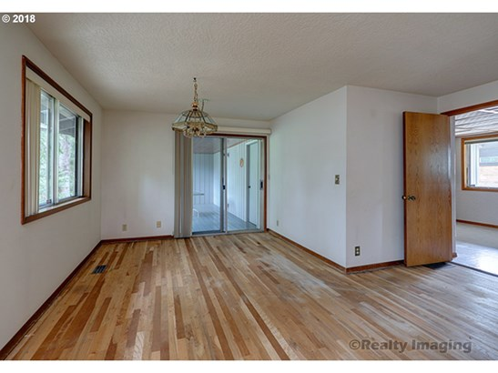 9585 Sw Imperial Dr, Portland, OR - USA (photo 4)