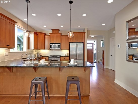 838 N Russet St, Portland, OR - USA (photo 5)