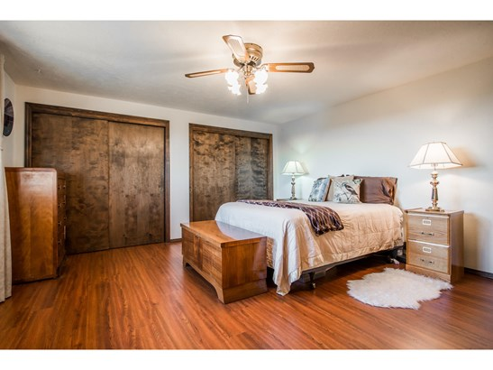 Bedrooms (photo 5)