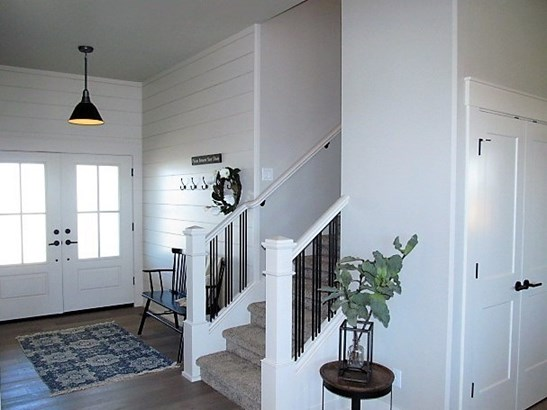 Beautiful Farmhouse Style (photo 2)