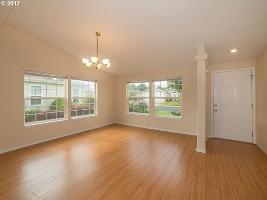 132 Village Dr, Cottage Grove, OR - USA (photo 4)