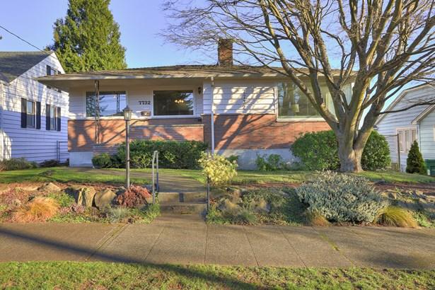 Spacious Ballard Home (photo 1)