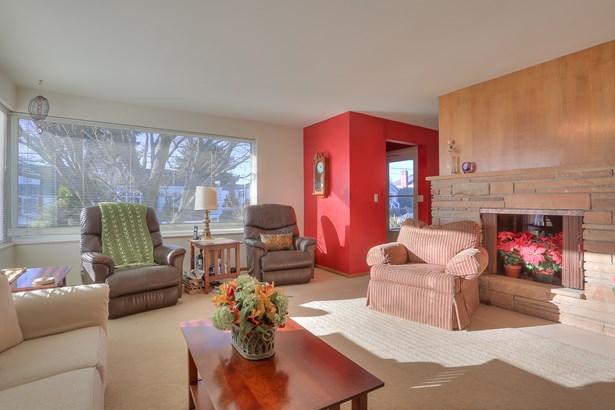 Spacious Ballard Home (photo 2)