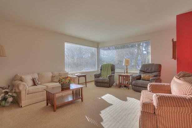 Spacious Ballard Home (photo 3)
