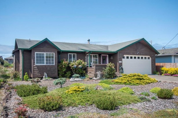 1710 Nw Oceanic Lp, Waldport, OR - USA (photo 1)