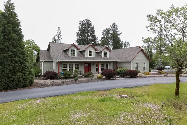 3993 Rogue River Drive, Eagle Point, OR - USA (photo 2)