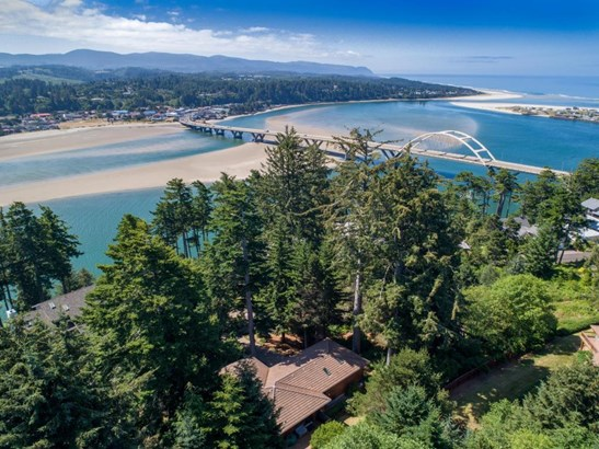 754 Nw Highland Dr, Waldport, OR - USA (photo 2)