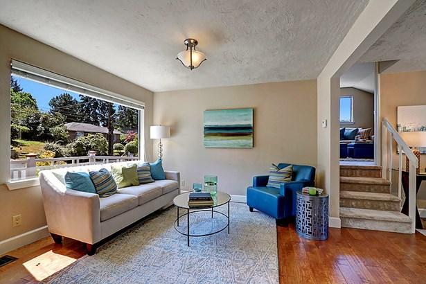 832 Ne 104th St, Seattle, WA - USA (photo 2)