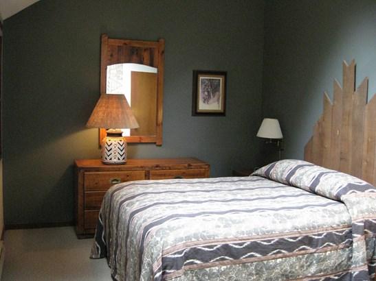 Bedroom (photo 2)