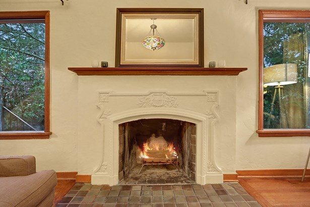 Inviting Montlake Tudor (photo 5)