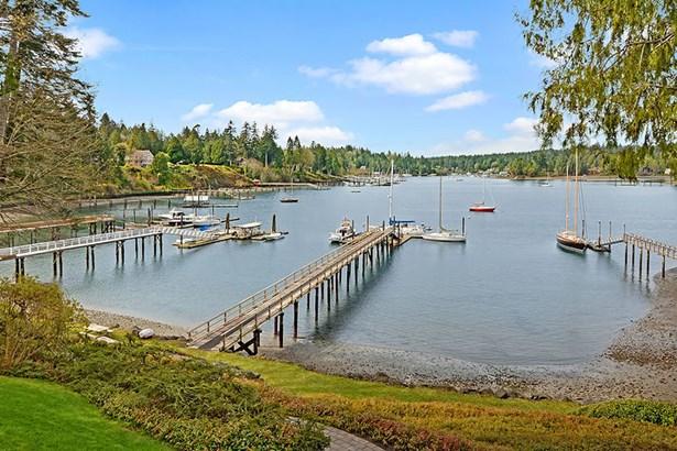 Port Madison (photo 2)