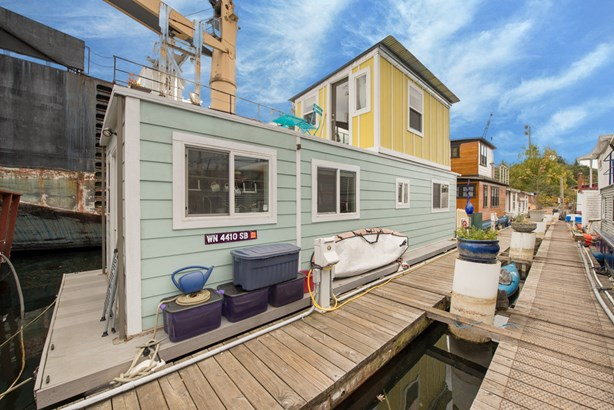 Queen Anne Houseboat (photo 1)