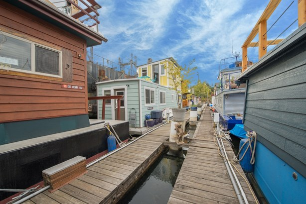 Queen Anne Houseboat (photo 2)