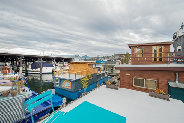 Queen Anne Houseboat (photo 3)