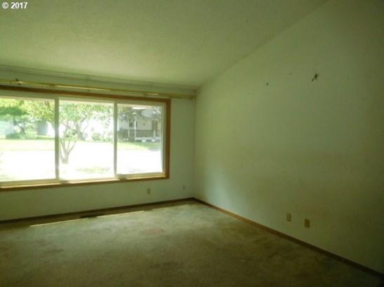 7529 Se Lillian Ave, Milwaukie, OR - USA (photo 2)