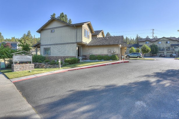 1874 1880 Northwest Monterey Pines Drive, Bend, OR - USA (photo 1)