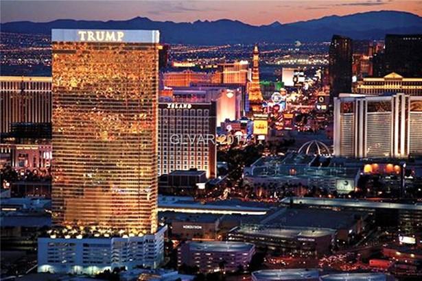 2000 Fashion Show Drive 2004, Las Vegas, NV - USA (photo 2)