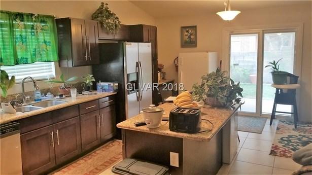 4537 Chestnut Blaze Drive, North Las Vegas, NV - USA (photo 2)