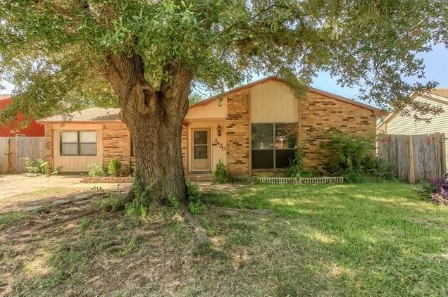 2420 Sweetwood Drive, Fort Worth, TX - USA (photo 1)