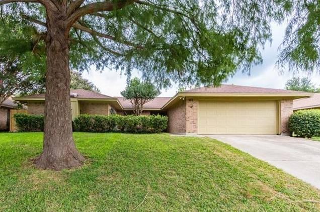 10120 Stoneleigh Drive, Benbrook, TX - USA (photo 1)