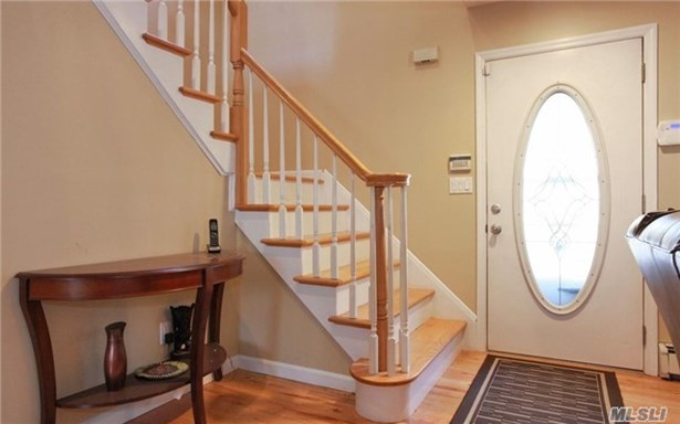 Rental Home, Colonial - Melville, NY (photo 2)