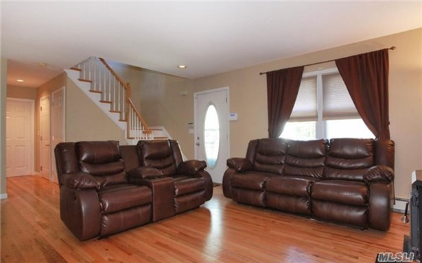 Rental Home, Colonial - Melville, NY (photo 4)