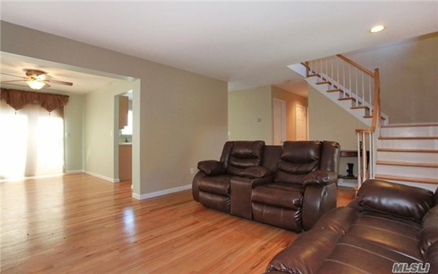 Rental Home, Colonial - Melville, NY (photo 5)