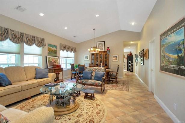 Residential, Condo - Plainview, NY (photo 2)