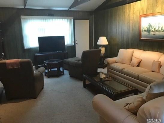 Rental Home, Split - Huntington Sta, NY (photo 4)