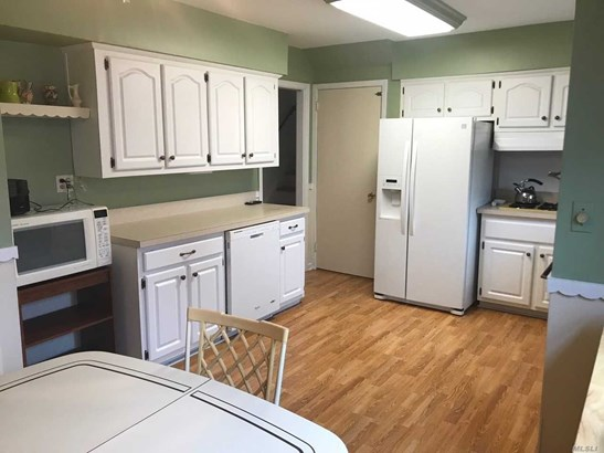 Rental Home, Split - Huntington Sta, NY (photo 3)