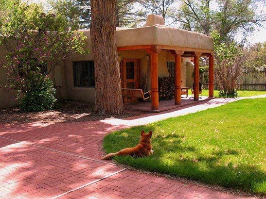 Pueblo, Single Family - Taos, NM