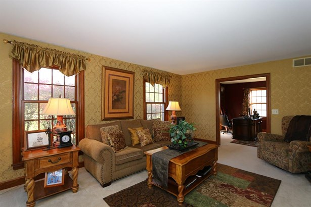 6698 Cloister Cliffs Dr , Bethany, OH - USA (photo 4)