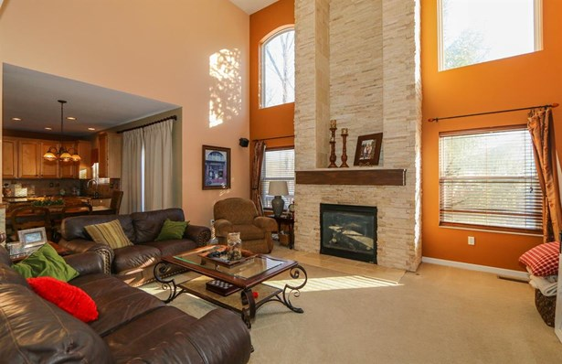 8240 Hamptonshire Dr , Cleves, OH - USA (photo 5)