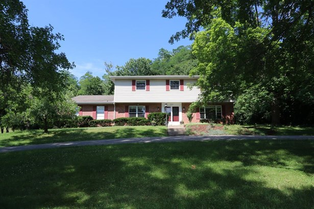 2460 Larkfield Dr , Amberley, OH - USA (photo 1)