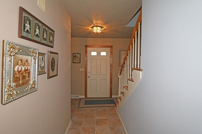 6760 Curtwood Dr, Tipp City, OH - USA (photo 3)