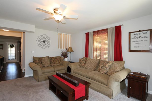 8965 Oakgate Ct , Huber Heights, OH - USA (photo 4)