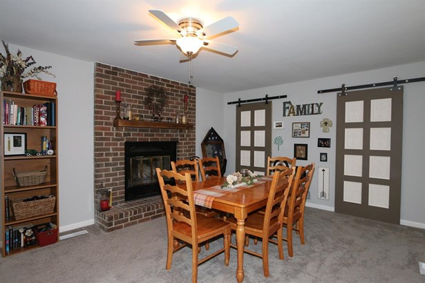 8965 Oakgate Ct , Huber Heights, OH - USA (photo 5)