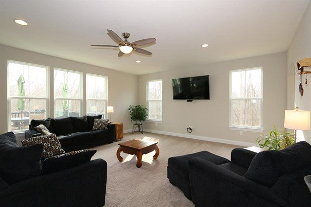 5360 Hollybrook Ln , Day Heights, OH - USA (photo 3)