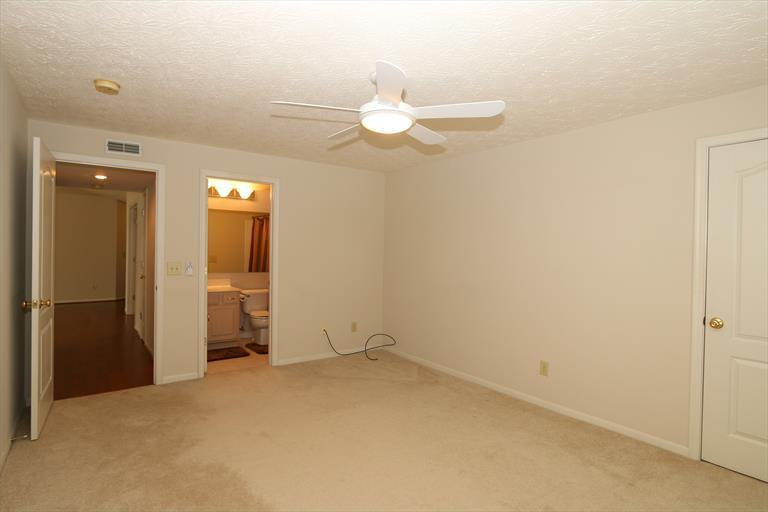 2121 Carrick Ct, 301 301, Crescent Springs, KY - USA (photo 4)