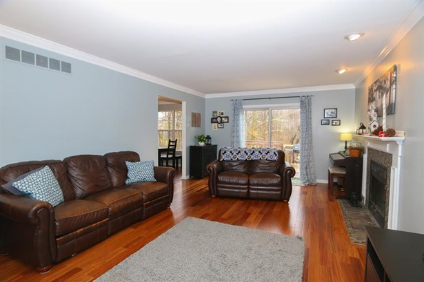 5930 Woodspoint Dr , Day Heights, OH - USA (photo 4)