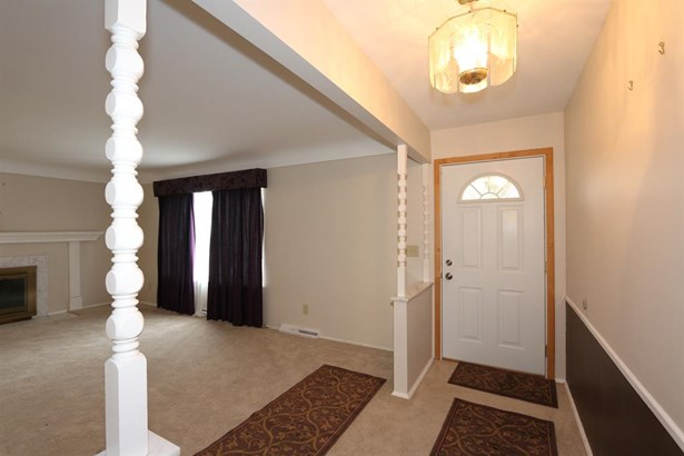 9548 Leebrook Dr , Forest Park, OH - USA (photo 3)