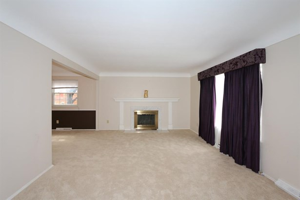 9548 Leebrook Dr , Forest Park, OH - USA (photo 4)