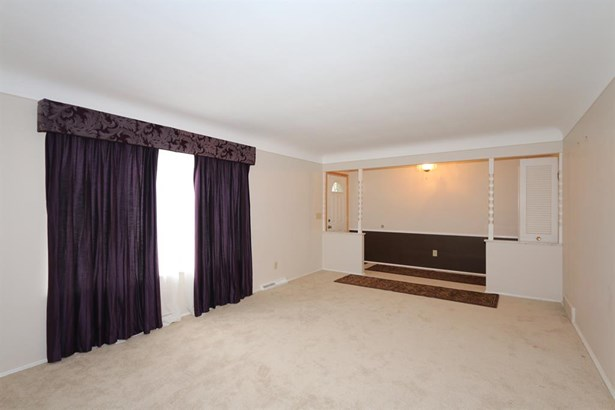 9548 Leebrook Dr , Forest Park, OH - USA (photo 5)